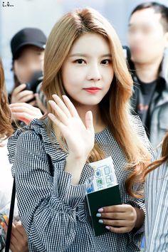 Kim Nayoung - 170506 Incheon International Airport Departure © minayoungcom