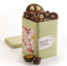 It'll be a Merry Christmas with this bumper tin bursting with treats, including a delicious milk chocolate disc cradling chunky white chocolate hearts, pretty as a picture chocolate flowers, rocky road clusters and luxury pralines. Yum!  ##### Includes:  1 milk chocolate disc with white chocolate hearts  1 bag of chocolate flowers     4 rocky road milk chocolate cluster    3 praline chocolates  Dimensions:100mm*100mm*149mm Net Weight: 120g