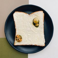 Designer Manami Sasaki redefines what the simple meal of toast can be, with her elevated creations, including a zen rock garden. The post Zen Toast Slices Elevate the Humble Meal appeared first on Moss and Fog. Japanese Rock Garden, Zen Rock Garden, Japanese Food, Japanese Art, Japanese Design, Japanese Store, Traditional Japanese, Japanese Culture, Kintsugi