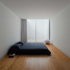 This is all you need to keep it simple and also make your bedroom look larger. From Skona Hem Magazine