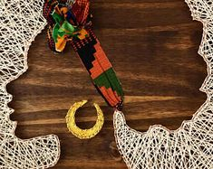 Afro string art with headband! Afrocentric strings by SikaSika on Etsy Made out of copper nails, strings and African print as her headband on a You can request a custom order.This beautiful webbed cape is made out of various strands of african print String Art Diy, String Crafts, Yarn Crafts, String Art Templates, String Art Patterns, Diy Arts And Crafts, Handmade Crafts, Hilograma Ideas, Art Afro