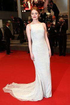 Emma Stone portait une robe en crêpe georgette de soie et en dentelle de coton vert eau Dior Haute Couture - J3