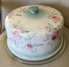 Country prim CHIC & SHABBY HAND PAINTED ROSES CAKE CARRIER COVER W/GLASS PLATE