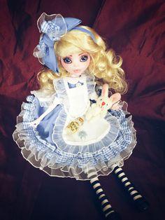 Alice Wonderland Wunderland Monster High Custom bad Draculaura cute repaint Ooak Custom Monster High Dolls, Monster High Repaint, Custom Dolls, Ooak Dolls, Art Dolls, Monster Pictures, Pokemon Dolls, Unique Toys, Doll Painting