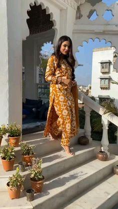 Party Wear Indian Dresses, Pakistani Fashion Party Wear, Indian Bridal Outfits, Pakistani Bridal Wear, Indian Fashion Dresses, Indian Designer Outfits, Bollywood Fashion, Party Dress, Fashion Outfits