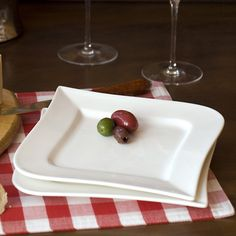 Square plates with some flare. Love these! #fortessa #fortessatablewaresolutions