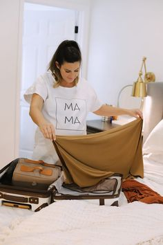 No-Fuss Hospital Bag Must-Haves You Need for Delivery and Recovery! What to pack in a delivery bag for mama. A go bag for dad. What to pack for a c section and what you DONT need to pack in a hospital bag.