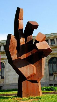 Hand Sculpture in Washington, D.C. (by Deidra Brocké Wallace?) - photo by fergus1968, via Flickr