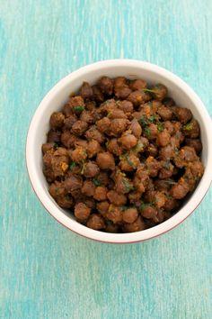 Sookha kala chana recipe - boiled black chickpeas are sauteed with basic spices. This is dry version of making kala chana recipe. Jain Recipes, Indian Food Recipes, Jain Food Recipe, Indian Desserts, Indian Snacks, Vegetable Recipes, Vegetarian Recipes, Cooking Recipes, Healthy Recipes