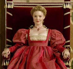 "Lucrezia Borgia (Holliday Grainger) from ""The Borgias"" Italian Renaissance Dress, Mode Renaissance, Renaissance Fair Costume, Renaissance Fashion, Renaissance Clothing, Los Borgia, Lucrezia Borgia, The Borgias, Theatre Costumes"