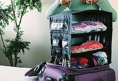 スーツケースに、一瞬で荷物が収納できる「Luggashelf」