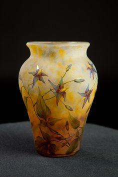Daum vase with Aquilegia Glass Jug, Art Of Glass, Glass Vessel, Glass Ceramic, Ceramic Art, Art Nouveau, Art Deco, Antique Glass, French Art