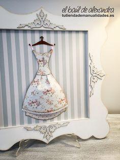 Cuadro realizado, con papel de scrap, siluetas, gesso y pintura. Diseño de la marca Dayka Trade.