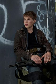 Falling Skies Season 2, A Look Ahead - Danger for Ben and Karen | Three If By Space