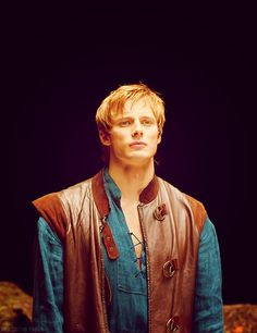 Bradley James as Prince Arthur. One of my favorite costumes of his. Sueded and more typical leather, buckles...and that blue. Nice, wide placket, too. Texture. Love it.