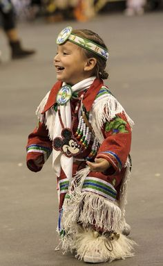 See the source image Native American Children, Native American Regalia, Native American Pictures, Native American Quotes, Native American Symbols, Native American Beadwork, Native American History, Native Child, Powwow Regalia