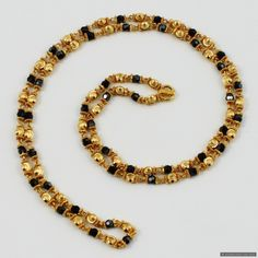 Pearl Necklace Designs, Gold Earrings Designs, Gold Temple Jewellery, Gold Jewellery Design, Gold Mangalsutra Designs, Gold Chain Design, Gold Jewelry Simple, Chains, Beaded Jewelry