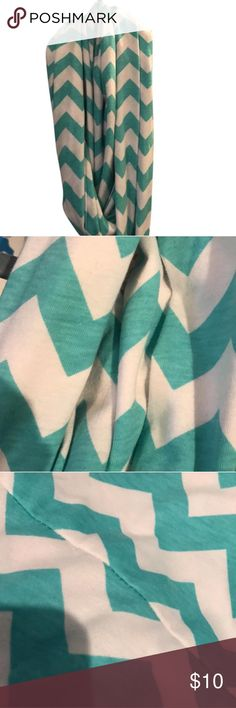 White & Teal Zigzag Scarf Super cute and stylish scarf Accessories Scarves & Wraps