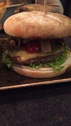 Burger Essen bei Hans im Glück