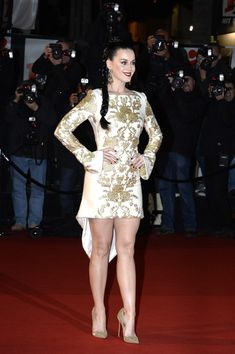 Katy Perry Photos - Katy Perry attends the NRJ Music Awards at Palais des Festivals on December 2013 in Cannes, France. Katy Perry Legs, Katy Perry Hot, Cosmopolitan, Katy Perry Pictures, Female Singers, Mode Outfits, Sexy Legs, Peplum Dress, Celebs