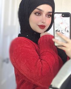 Beautiful Arab Women, Beautiful Hijab, Cute Selfies Poses, Dove Cameron Style, Hijab Style Tutorial, Girl Hijab, Beauty Full Girl, Girls Dp, Muslim Girls