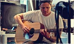 Tom DeLonge To Release 'The Lonely Astronaut On Christmas Eve' | Blink-182 | Angels & Airwaves