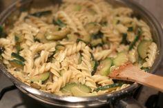Pasta con provolone e zucchine. Pasta Salad, Ethnic Recipes, Food, Cooking, Crab Pasta Salad, Kitchen, Essen, Meals, Yemek