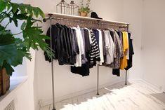 DIY Tøjstativ - Lav dit eget tøjstativ i vandrør - Se her House Inspo, Home Diy, Sweet Home, Retail Interior Design, Furniture, House, Interior Design, Home Decor, Wardrobe Rack