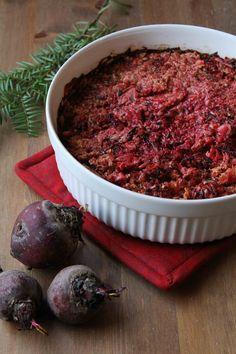 Juurekset ovat nyt parhaimmillaan. Punajuurista syntyy herkullinen, värikäs tarjottava. Yrttimausteet tuovat ruokaan mukavaa makua. Lisävivahteen saa lisäämällä muutaman nokareen sinihomejuustoa. Vegetable Recipes, Vegetarian Recipes, Cooking Recipes, I Love Food, Side Dishes, Food And Drink, Koti, Beef, Baking