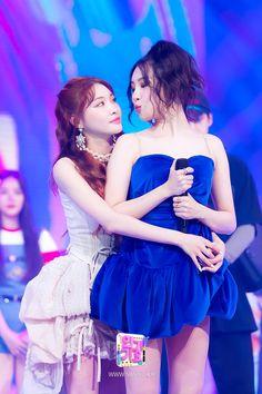 Stage Outfits, Kpop Outfits, Kpop Girl Groups, Kpop Girls, K Pop, My Girl, Cool Girl, Kim Chungha, Kpop Memes