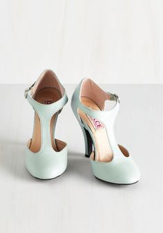 Get Your Frill Oxford Heel To Pastel You the Truth Heel Mod Retro Vintage Heels ModCloth Shoe Boots, Shoes Heels, Pumps, Tan Heels, Cute Shoes, Me Too Shoes, Vintage Heels, Retro Vintage, Retro Heels