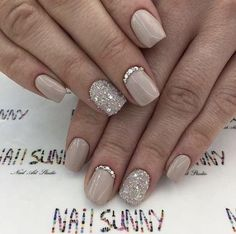 Semi-permanent varnish, false nails, patches: which manicure to choose? - My Nails Simple Wedding Nails, Wedding Nails Design, Wedding Nails For Bride, Elegant Bridal Nails, Simple Elegant Nails, Wedding Day Nails, Trendy Wedding, Bride Nails, Prom Nails