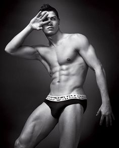 CELEBRITIES AND PERSONALITIES : cristiano ronaldo hot pics in underwear 2012