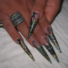 stiletto green n gold in acrylic   cute thesocialezine.com
