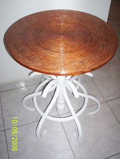 Walter Designer: Mesa redonda feita de jornal