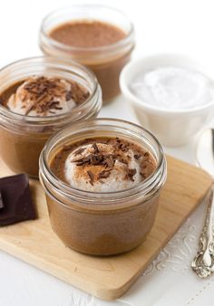 Vanilla Chia Pudding is delicious, creamy & full of healthy fats. This simple gluten-free, paleo, & vegan chia pudding is a great breakfast option. Chocolate Chia Seed Pudding, Chocolate Custard, Chocolate Treats, Chocolate Recipes, Decadent Chocolate, Banana Pudding, Chai Pudding, Healthy Chocolate, Paleo Dessert