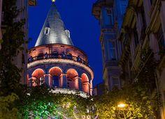 Galata    İstanbul'un göz bebeği… Her sokağı kuleye çıkan Galata'nın kafeleri ayrı, butikleri ayrı, kahvecileri ayrı güzeldir. Her sokak başlı başına birer podyumdur adeta. Kimsede göremeyeceğiniz takılar, kıyafetler önünüzden geçer gider. Galata'nın sakinleri bu ülkenin en 'uluslararası' insanlarıdır; turistin Tarihi yarımadanın hemen ardından ilk uğradığı yer de yine Galata'dır… Permanent Vacation, Istanbul City, Hagia Sophia, Great Photos, Tower, Mansions, Landscape, House Styles, Places