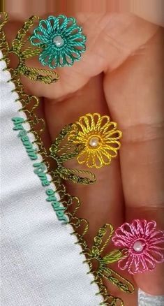 Huzur Sokağı (Yaşamaya Değer Hobiler) Rose Embroidery, Modern Embroidery, Embroidery Stitches, Embroidery Patterns, Stitch Patterns, Knitting Patterns, Moss Stitch, Cross Stitch Rose, Ideas