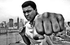25 малоизвестных фактов о культовом боксере Мухаммеде Али http://chert-poberi.ru/interestnoe/25-maloizvestnyx-faktov-o-kultovom-boksere-muxammede-ali.html
