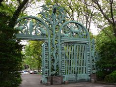 gateway in the Bronx Zoo, the largest metropolitan zoo in the US.