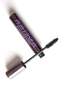 Urban Decay Perversion mascara review. Are you a lover of dark and dramatic lashes? You will LOVE this mascara!