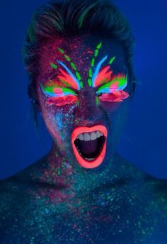Body painting fluo Plus - Nice Pic Uv Makeup, Dark Makeup, Neon Painting, Light Painting, Nocturne, Neon Face Paint, Body Paint, Neon Licht, Glow Paint