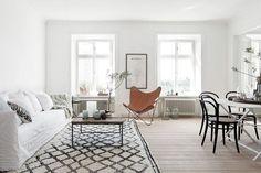 my scandinavian home: A stunning Stockholm home Living Room Inspiration, Interior Inspiration, Design Inspiration, Decor Interior Design, Interior Decorating, Interior Shop, Decorating Ideas, Living Room Scandinavian, Scandinavian Interiors