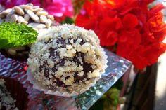 Bomboane de ciocolata cu visine Krispie Treats, Rice Krispies, Hummus, Acai Bowl, Muffin, Baking, Breakfast, Desserts, Pastries