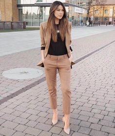 32 Professional Summer Work Attires To Wear To Office - FeminaTalk Source by kettydedomenico work outfits women office Office Outfits Women, Stylish Work Outfits, Spring Work Outfits, Business Casual Outfits, Mode Outfits, Classy Outfits, Fashion Outfits, Business Attire, Black Outfits
