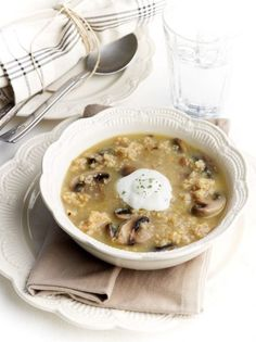 What a tasty soup! This tarhana dish with earthy mushrooms makes the perfect traditional comfort food for cold days and nights! Fun Cooking, Cooking Time, Greek Recipes, Family Meals, Stuffed Mushrooms, Food Porn, Food And Drink, At Least, Vegetarian
