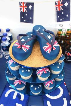 Love the thongs on the Australia Day cake. And the cupcakes are a nice touch too. Australia Cake, Happy Australia Day, Australian Party, Australian Flags, Australian Food, Great Barrier Reef Australia, Australia Day Celebrations, Aus Day, Petit Cake