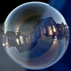 Reflets de ville dans des bulles de savon photo bonus