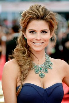 Your Up-Close Look at All the Hair and Makeup Looks From the Emmys: Kate Mara tried on the wet hair look, letting the ends flare out, while her eye makeup was accented with a touch of bronze eye shadow. : Yes, a fishtail braid can be formal. Maria Menounos proved that your typical weekend style can also work well on the red carpet.