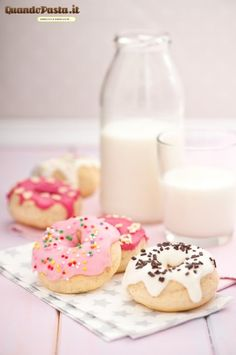 donuts, pretty donuts, petit donuts, pink frosted donuts Delicious Donuts, Delicious Desserts, Dessert Recipes, Yummy Food, Cake Recipes, Beignets, Donut Shop, Masterchef, Mini Donuts